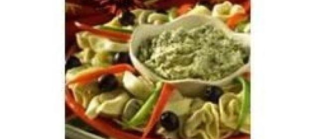 Tortelloni Wreath with Pesto Dip