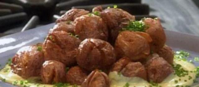 Crispy Twice Cooked New Potatoes with Garlic Aioli