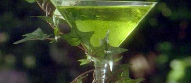 Apple Martini Recipe | Sandra Lee | Food Network