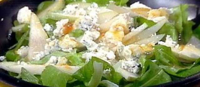 Arugula Salad with Pear, Blue Cheese and Apricot Vinaigrette ...