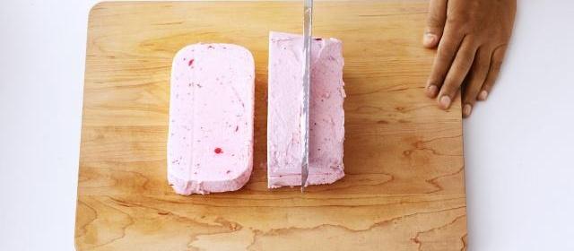 How to Make a Strawberry Crunch Ice Cream Cake