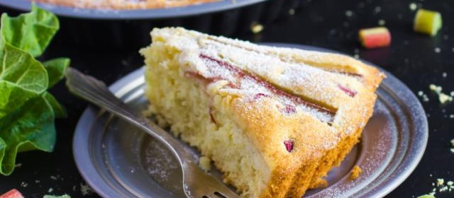 Rhubarb and sour cream cake