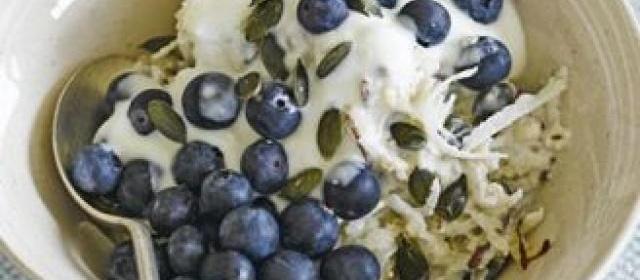 Pear & blueberry breakfast bowl