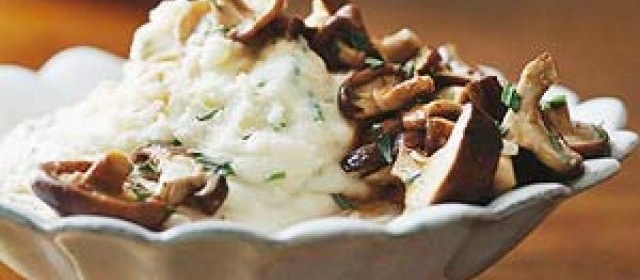 Mashed Potatoes with Shiitake Mushroom Gravy