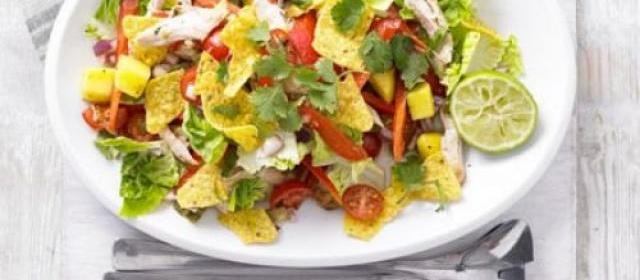 Spicy chicken, mango & jalapeño salad