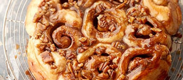 Creamy Caramel-Pecan Rolls