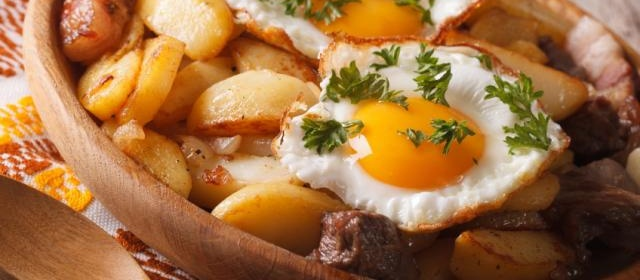 Fried Potatoes with Poached Eggs