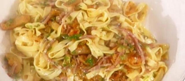Tagliatelle con Funghi e Prosciutto (Ribbon Noodles with ...