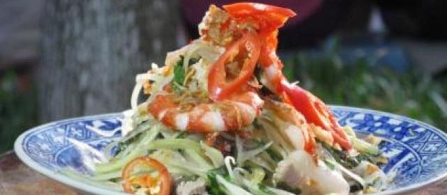 Green Papaya Salad with Prawn and Pork