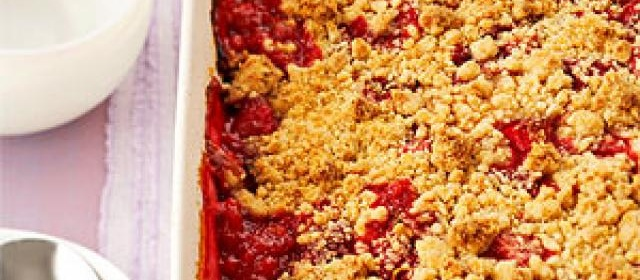 Strawberry-Raspberry-Rhubarb Crumble
