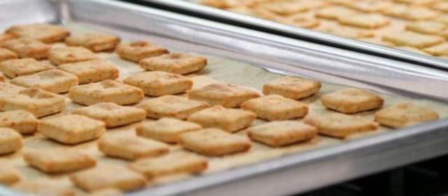 Rosemary and Pepper Crackers Recipe | Valerie Bertinelli | Food ...