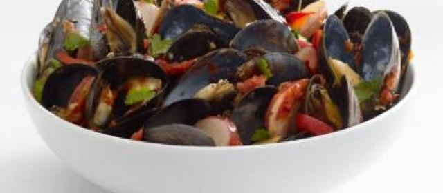 Mussels With Potatoes and Red Pepper