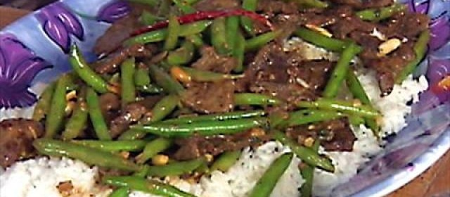 Stir-Fried Beef with Green Beans and Peanut Sauce