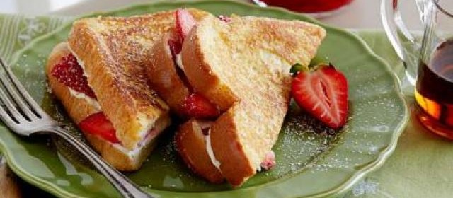 Strawberry-Cream Cheese Stuffed French Toast