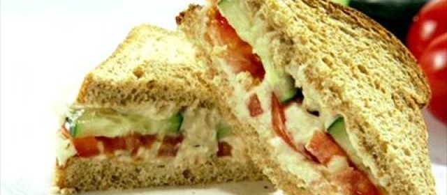 Cucumber and Tomato Sandwich with Garlic White Bean Hummus ...
