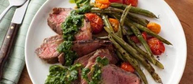 Grilled Steak with Green Beans, Tomatoes and Chimichurri Sauce ...