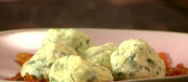 Spinach and Ricotta Gnocchi With Quick Tomato Sauce Recipe ...