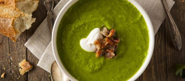 Pea, mint and spring onion soup