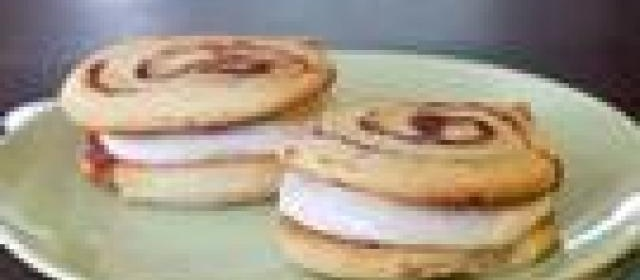 Caramel Cinnamon Roll Whoopie Pies